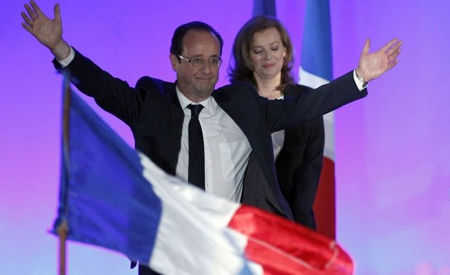 President elect Francois Hollande and the new First Lady Valerie Trierweiler celebrating in Paris photo