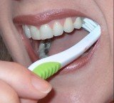 A European study has found that while almost all Swedes brush their teeth, only one in 10 does it in a way that effectively prevents tooth decay