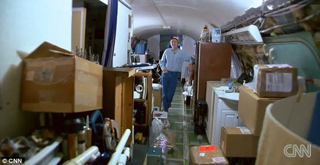 Bruce Campbell reveals his future home is a 727-200 aircraft tucked away in the woods of Oregon