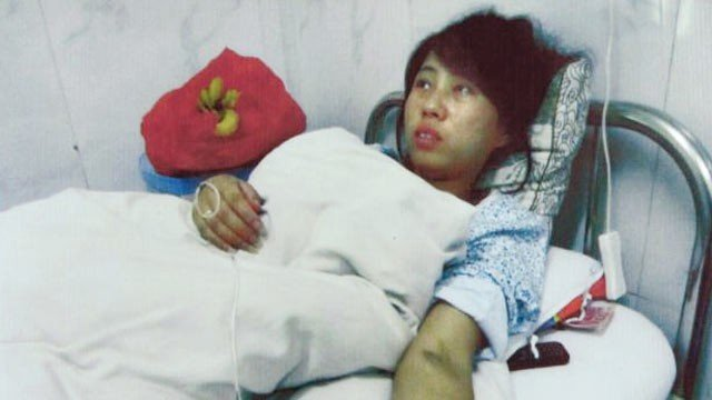 Feng Jianmei and her husband are being hounded since leaving hospital photo