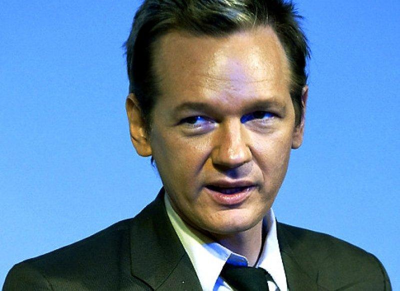 Julian Assange seeks political asylum at Ecuador's London ...