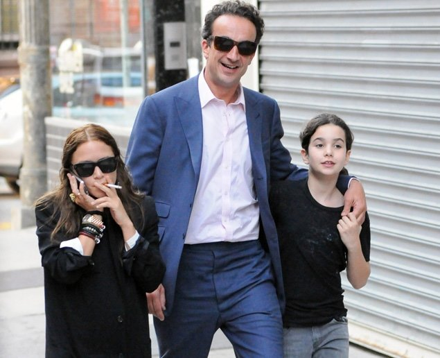 Mary Kate Olsen And Olivier Sarkozy Age Difference Mary-Kate Olsen bonds ...