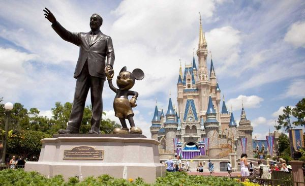 Walt Disney has decided to ban junk food commercials on its TV, radio and online programmes