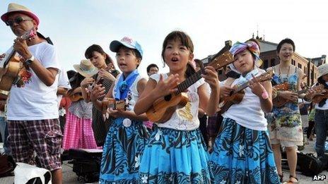 A new world record for the largest ukulele ensemble has been set in Yokohama, Japan, at the Ukulele Picnic Week event
