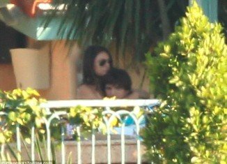 Ashton Kutcher and Mila Kunis were spotted openly kissing and cuddling