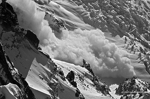 At least six climbers have been killed and eight injured in an avalanche near the French Alpine ski resort of Chamonix