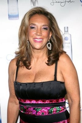 Denise Rich, the wealthy socialite and former wife of billionaire trader Marc Rich, has renounced her U.S. citizenship to avoid U.S. tax bill