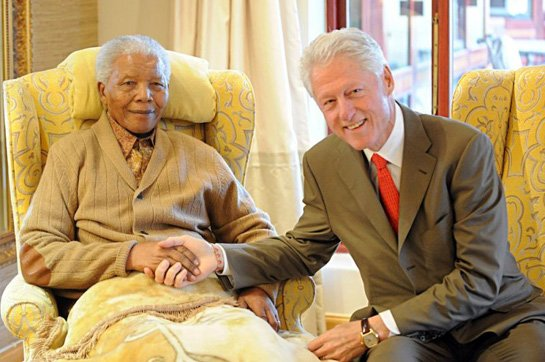 Nelson Mandela met former US President Bill Clinton one day before his 94th birthday