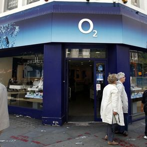 O2 network problems that hit hundreds of thousands of customers have continued into a second day photo
