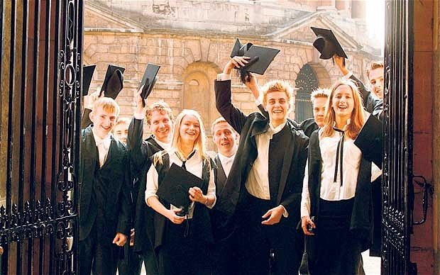 Oxford University students will no longer have to wear gender-specific academic clothing after concerns it was unfair to the transgender community