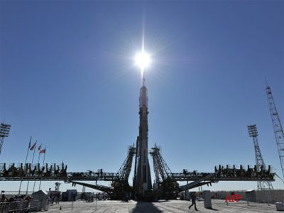 Russian spacecraft Soyuz TMA-05M carrying a three-man crew has blasted off for the International Space Station