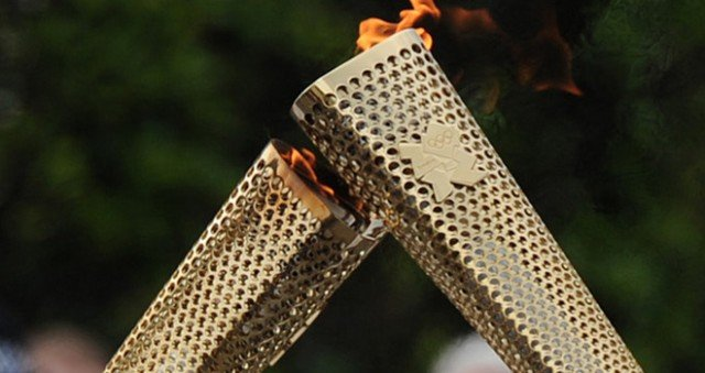Triple jumper Phillips Idowu, former gymnast Nadia Comaneci and ex-basketball star John Amaechi will carry the flame on day 64 of the torch relay