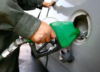 US consumers are facing higher gasoline prices at the pump as wholesalers sell crude oil onto them at rising prices