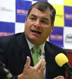 Ecuadorean President Rafael Correa has said the UK would be committing diplomatic suicide if it tried to enter his country's embassy in London