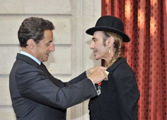 Fashion designer John Galliano, who was convicted last year of making anti-Semitic remarks, has been stripped of France's prestigious Legion d'Honneur