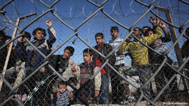 Greek police has announced that more than 1600 illegal immigrants will be deported following a major crackdown in Athens in recent days 640x360 photo