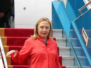 Hillary Clinton has arrived in Turkey for talks on the worsening crisis in neighboring Syria