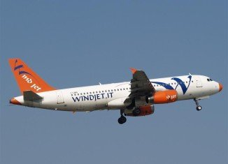 Italian cash-strapped budget airline Wind Jet has suspended all its flights, leaving hundreds of passengers stranded