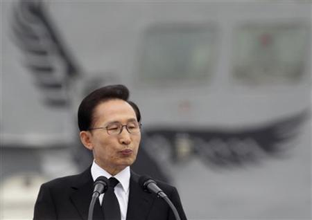 South Korean President Lee Myung-bak is visiting islands also claimed by Japan, in a move set to raise diplomatic tensions
