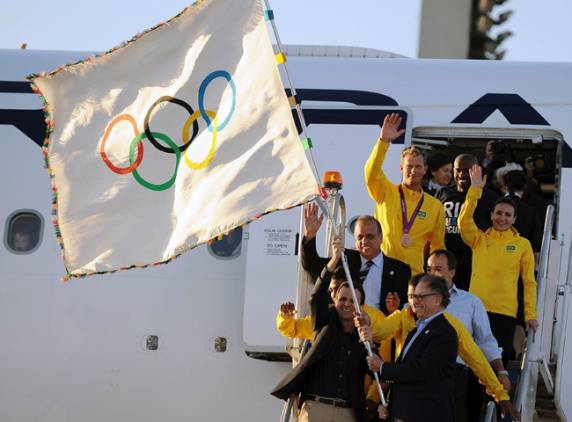 The official Olympic flag has arrived in the Brazilian city of Rio de Janeiro, the host city of 2016 Games