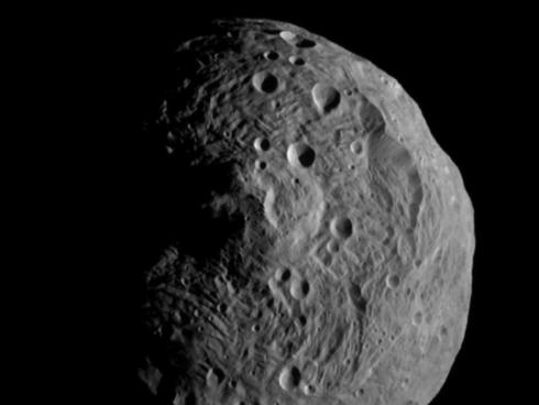 Dawn satellite has left the giant Asteroid Vesta after 13 months of study