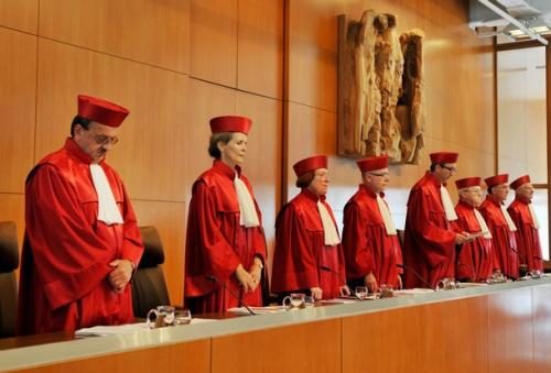Germany's top court in Karlsruhe is about to deliver its verdict on whether the ongoing attempts to contain the eurozone crisis breach the country's constitution