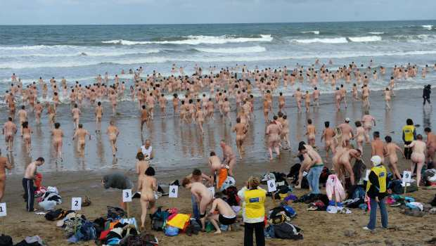 Hundreds of swimmers have braved the cold of the Northumberland coast in an attempt at a record-breaking skinny dip