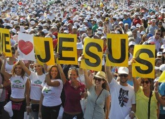 Hundreds of thousands of worshippers have attended a seafront Mass in Beirut on the concluding day of Pope Benedict XVI's visit to Lebanon