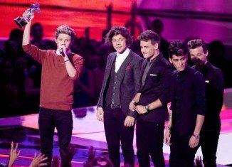 One Direction tops this year MTV Video Music Awards picking up three trophies for What Makes You Beautiful