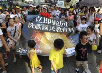 The Hong Kong government has decided to back down over plans to make schoolchildren take Chinese patriotism classes, after weeks of protests