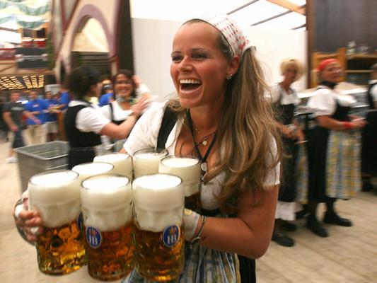 Waitress Oktoberfest