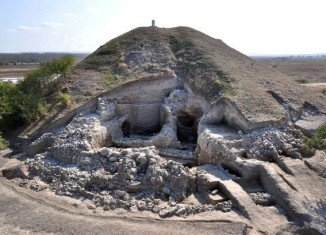 Bulgarian archaeologists say that have uncovered the oldest prehistoric town found to date in Europe