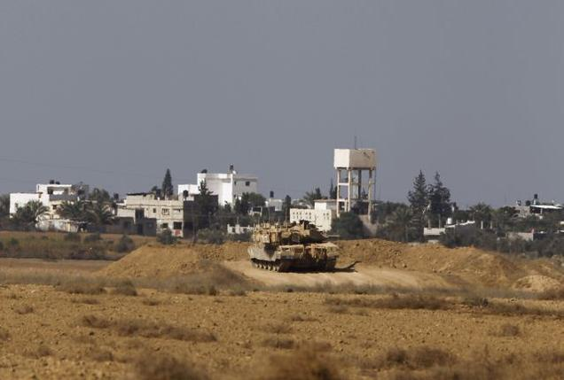 Fighting between Israel and Palestinian militants in Gaza appears to have calmed after an unofficial truce was reached following days of violence