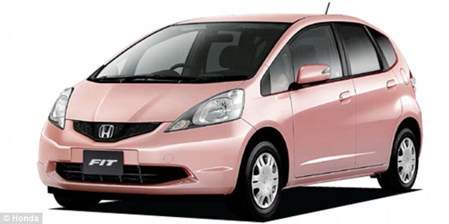 Honda Fit She's comes in colors inspired by popular eyeshadow shades and has a windscreen that helps prevent wrinkles