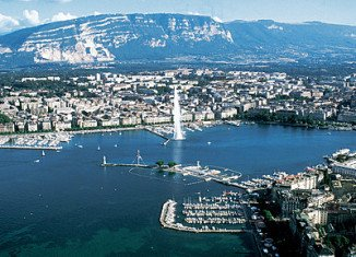 Scientists have warned that a million people living on the shores of Lake Geneva could be at risk from devastating tsunamis