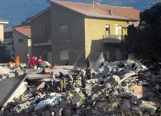 Six Italian scientists and an ex-government official have been sentenced to six years in prison over the 2009 deadly earthquake in L'Aquila