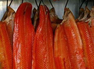 Smoked salmon made by the Dutch fish producer Foppen is being taken off the shelves