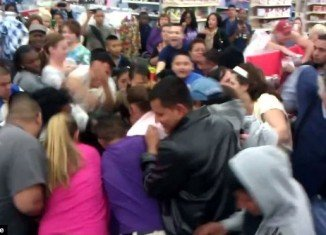 Black Friday 2012 fights at Wal-Mart over headphones