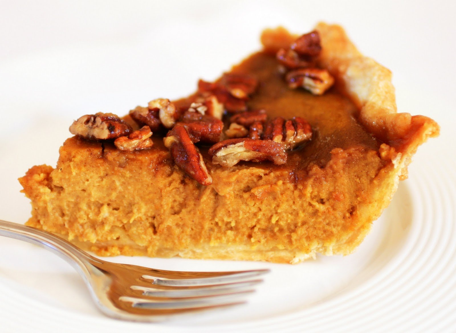 Thanksgiving Recipe: Classic Pumpkin Pecan Pie | BelleNews.com