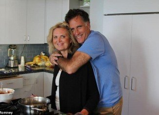 """Mitt Romney aides blast Republican """"hypocrites"""" like Bobby Jindal and Newt Gingrich"""