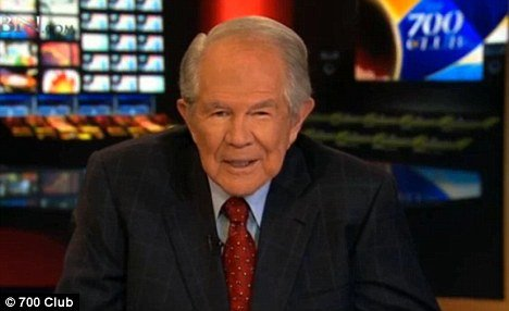 pat robertson defends david petraeus affair with paula broadwell