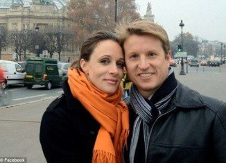 Paula Broadwell served in the military for more than a decade, lives in Charlotte with her radiologist husband, Dr. Scott Broadwell