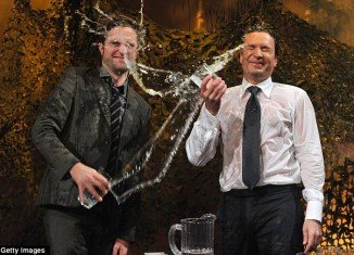 Robert Pattinson and Jimmy Fallon played a silly game called Water Wars which involved them basically taking it in turns to chuck glasses of water into each other's faces