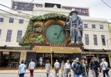 The world premiere of Peter Jackson's new trilogy, The Hobbit, will take place at Wellington's Embassy Theatre on Wednesday evening