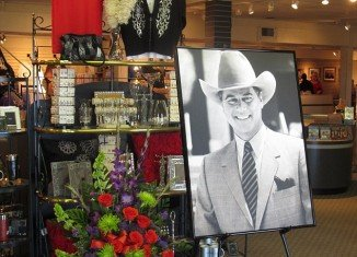 There were plans to commemorate Larry Hagman by scattering his ashes at the Dallas mansion, Southfork Ranch