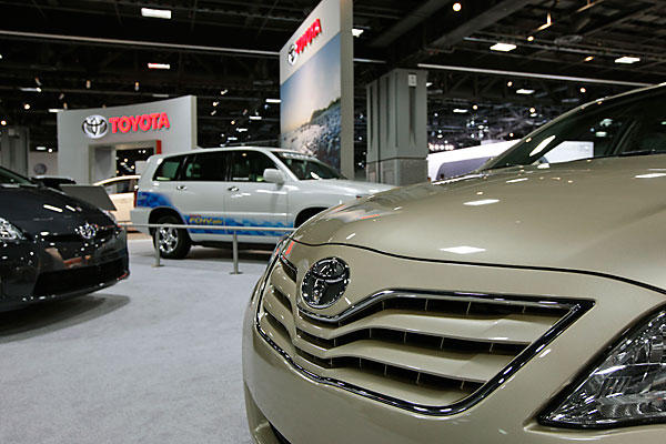 Toyota has decided to recall 2.7 million cars worldwide because of problems with the steering wheel and water pump system