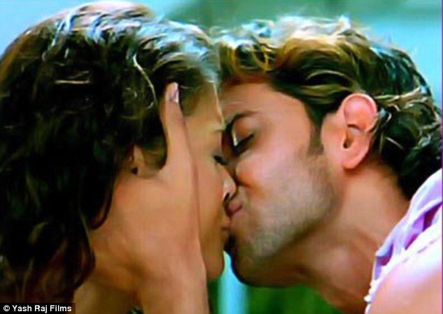 aishwarya rai bachchan on her first screen kiss with hrithik roshan in