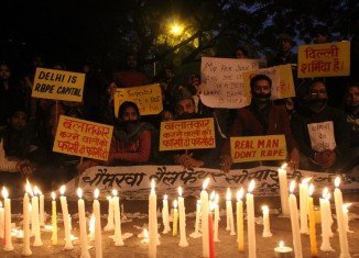 Candlelit vigils have been held across India to mourn a student who has died after being gang-raped in Delhi