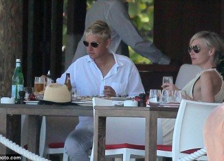 Ellen DeGeneres enjoyed a beer while Portia de Rossi sipped a glass of wine over their meal