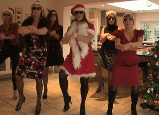 Housewives Gangnam Style was produced and directed by Lizzie Allen who enlisted her friends to take part to raise money for the charity Breakthrough Breast Cancer
